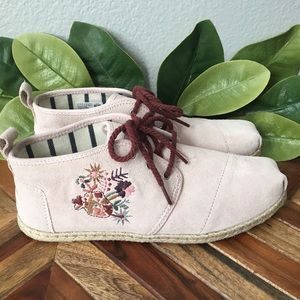 NWOT TOMS Blush Pink Bota Floral Embroidered Boots